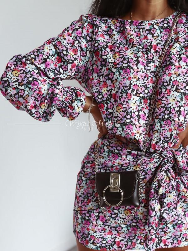 Sukienka z wiązaniem magnolia