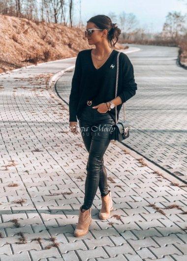 Sweterek black z ozdobna broszka
