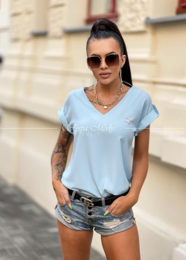 Bluzka z broszka baby blue